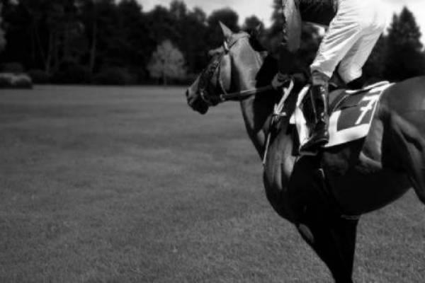 Ματαιώνονται οι ελληνικές ιπποδρομίες στις 15 και 22 Μαρτίου Eidie x